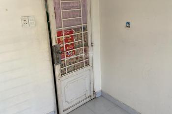 Cần cho thuê phòng trọ 66/33 Hùng Vương, Phường 1, Quận 10 giá 2.5 triệu/tháng. LH: 077.918.4031