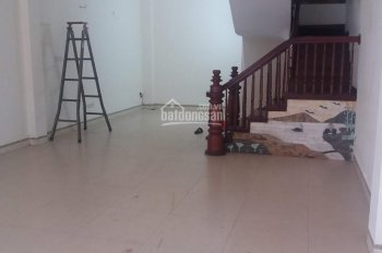 Nhà chính chủ cho thuê ngõ 109 phố Trần Duy Hưng, diện tích 65m2 x 4 tầng, mỗi tầng 2 phòng 1 phụ
