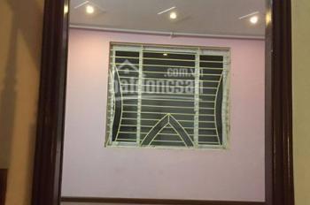Cho thuê nhà mặt ngõ 133 Thái Hà, Diện tích 50m2 x 4 tầng, ngõ ô tô qua lại, giá thuê 17 tr/th