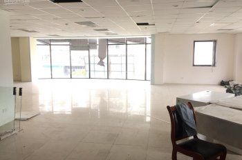 Cho thuê văn phòng tại mặt đường Trần Thái Tông, siêu rẻ. DT: 180m2 - 200m2 LH: 0397791941