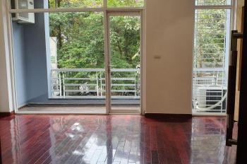 Cho thuê nhà ngõ ô tô Trung Kính. DT 60m2 x 5 tầng, nhà mới đẹp, ô tô đỗ cửa, giá 28tr/th