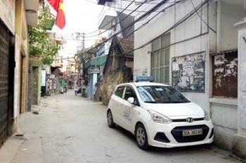 Mặt ngõ Nguyễn Văn Cừ, ô tô đỗ, mở quán