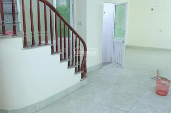 Cho thuê nhà 45m2 x 3 tầng, 6.5 triệu, 3 Phòng, Nguyễn Xiển, ô tô con vào nhà.