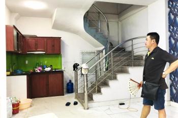 Nhà 4 tầng x 32m2, 2PN, sàn gỗ, điều hòa giá 4.5 tr/tháng LH: 0927309146