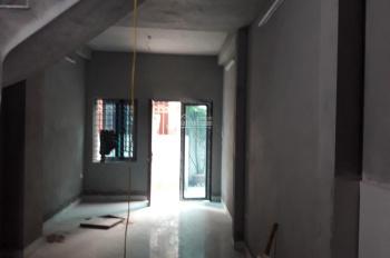 Bán nhà chính chủ xây mới 2,5 tầng cách cầu Thanh Trì 200m