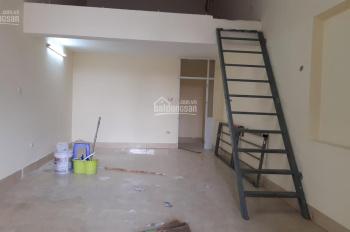 Chính chủ cho thuê cửa hàng kiot ngay ga Phú Diễn diện tích 40m2 + gác xép 20m2, mặt tiền 3,6m