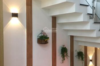 Bán nhà 3 tầng, hẻm 43 Đông Hồ, phường 8, Tân Bình, 62m2; giá: 7,9 tỷ