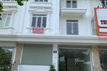 Cho thuê nhà 7 tầng làm văn phòng, Phạm Văn Đồng, Bắc Từ Liêm, MT 8m, vỉa hè 10m, thang máy