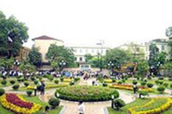 Cho thuê nhà ngõ 71 Trần Quang Diệu, Quận Đống Đa, DT: 95m2 x 4 tầng, MT: 6.5m, view vườn Hoa Trần