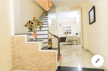 Cho thuê nhà riêng phố Lý Nam Đế, Cửa Đông 40m2 x 4 tầng, 5PN ngõ rộng, đủ đồ. Giá 14 tr/th