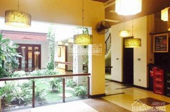 Cho thuê biệt thự Pháp cổ mặt phố Điện Biên Phủ: Diện tích 340m2, mặt tiền 14m, LH 0988844074