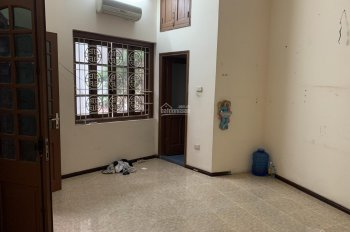 Cho thuê nhà phố Giảng Võ, mặt tiền 8m - Ôtô đỗ cửa, nằm trong khu vực trung tâm, Kinh doanh tốt
