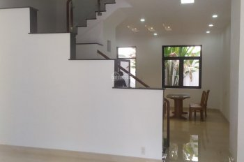 Cần bán căn nhà ở Quận 2, nhà đã hoàn thiện nội thất, sổ hồng trao tay. Giá 5.8 tỷ