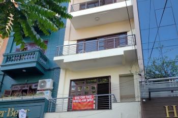 Cho thuê nhà liền kề phân lô đường trung kính đôi 5 tầng mặt ngõ 3 oto tránh nhau .