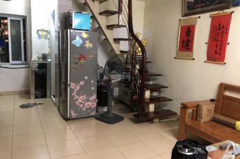 Chính chủ cần bán căn hộ chung cư mini, căn penthouse hiếm gặp, giá 850tr. LH: 0984804907
