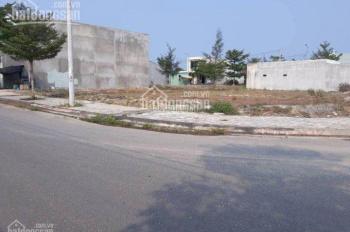 Định cư nước ngoài nên cần bán lại lô đất kề góc cạnh chợ thị trấn
