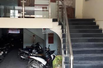 Cho thuê nhà mặt phố Bà Triệu, DT 60m2 x 5 tầng, MT 4m, nhà đẹp, vị trí đắc địa
