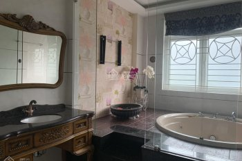Cho thuê villa Thảo Điền, 7x20m, trệt, 2 lầu, ST, 4PN, gara, giá 38 triệu, LH Vy 0985052738