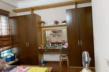 Cho thuê cả nhà ngõ 184 phố Hoa Bằng, Yên Hoà, Cầu Giấy. Nhà 3 tầng: T1 53m2 phòng khách và bếp