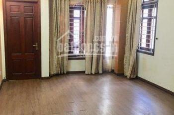 Cho thuê nhà ngõ 21 Lê Văn Lương 70m2 x 5 tầng, 7 phòng ngủ, đồ cơ bản, LH: 0988138345