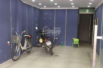 Cho thuê nhà mặt phố Vọng, DT 70m2 x MT 3m, nhà đẹp vuông vắn