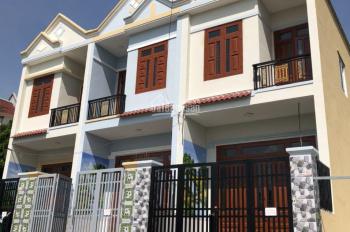 Bán nhà 1 trệt 1 lầu mới, giá 850 tr/căn, cách Quốc Lộ 51 1km