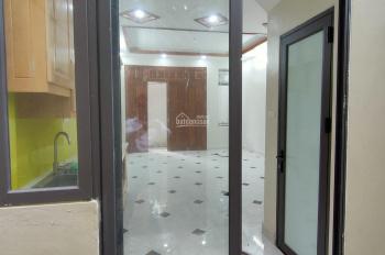 Cần bán nhà ngõ 221 phố Vĩnh Hưng - Hoàng Mai 42m2 x 5T cực đẹp thoáng, giá 2,65 tỷ