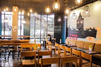 Cho thuê mặt bằng trên phố Nguyễn Văn Huyên DT 40m2 x 3T, MT 5m, giá thuê 30tr/th. LH 0868314167