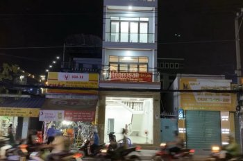Cần bán nhà mặt tiền Huỳnh Tấn Phát, Quận 7, vị trí rất đẹp, thuận tiện kinh doanh, giá tốt