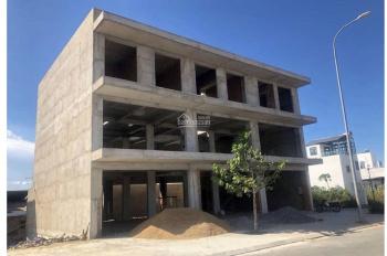 Cho thuê nhà nguyên căn kinh doanh, mặt tiền 18m đường lớn 36m, 1 trệt 3 lầu, 1024m2 sử dụng