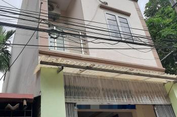 Chính chủ giảm giá nhà 3 tầng KD tốt tại tổ 16 Thạch Bàn, DT: 68.7m2, mặt tiền 4.2m