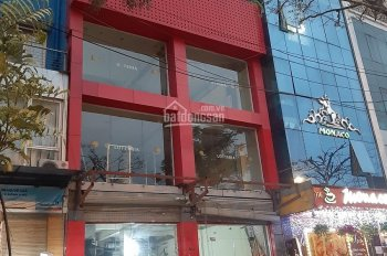Cho thuê cả nhà mặt phố Trung Hòa. Diện tích 132m2 xây 4 tầng, mặt tiền 5,5m hè rộng