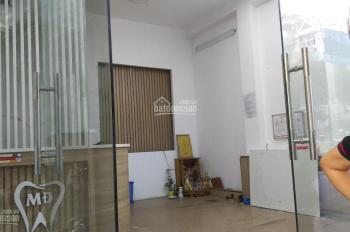 Cho thuê cửa hàng tầng 1 nhà mặt phố Ngõ Huyện, HK, DT 18m2, MT 4m, giá chỉ 10tr/th. 0948435258