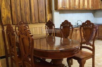 Cần bán nhà phố liên kế thiết kế ốp gỗ sang trọng, đường KQH Mê Linh, P. 9, TP. Đà Lạt