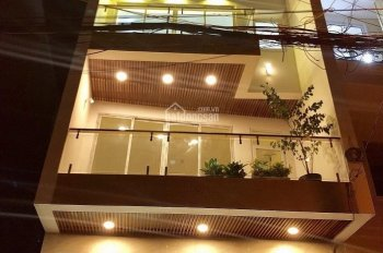 Bán nhà 2 lầu đúc, DT 5x20m SHR đường nhựa 16m, cho thuê 15 triệu/th LH 0357.333.848, giá TT 2,2 tỷ