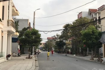 Bán gấp lô đất duy nhất tại đường 15m Khúc Thừa Dụ, 90m2, ngang 4.5m, ô tô đua nhau, giá cực tốt