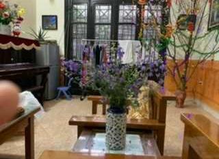 Cho thuê nhà tại ngõ 107 Vĩnh Hưng, diện tích 100m2, mặt tiền 8m. Liên hệ 0912054299