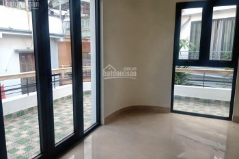 Bán nhà Nguyễn Trãi, Hà Đông 3 tầng nhỉnh 4 tỷ, ô tô đỗ - vào nhà, kinh doanh, làm văn phòng