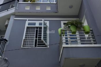 Bán nhà 2 lầu, giá 5 tỷ, đường Lê Văn Thịnh rẽ vào, quận 2. LH: 0902126677