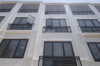 Nhà xây mới Cự Khối Long Biên ngõ 3.5m giá cực rẻ chỉ 1.69 tỷ, LH 0982690829