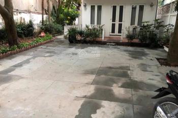 CC cho thuê biệt thự sân vườn đẹp. DT 400m2, giá 43 tr/tháng gồm 7PN, mặt tiền kinh doanh