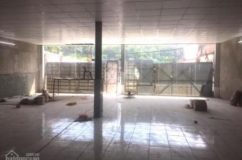 Cho thuê MB làm showroom, kho hàng tổng DT 1000m2, 2 sàn, công đỗ tại mặt phố Ngọc Hồi, giá 80tr