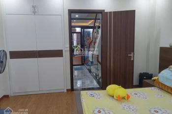 Chính chủ bán nhà riêng Nguyên Hồng nhà mới ở ngay 40m2 x 5 tầng oto đỗ cửa 5.5 tỷ, LH 0904.556.956