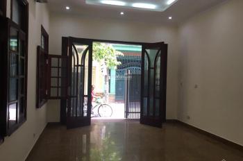 Bán nhà 3 tầng lô góc 2 mặt ngõ rộng, sổ đỏ chính chủ số 51 ngõ 97 Văn Cao