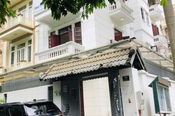 Cho thuê nhà ngõ 120 phố Hoàng Quốc Việt. Diện tích 115m2 x 3 tầng, lô góc 2 mặt tiền