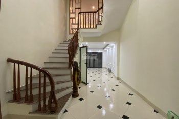 Bán nhà Tứ Hiệp TTTM Thanh Trì 36m2, 5T xây mới, giá 2.75 tỷ, 20m ra mặt phố, 0972638668