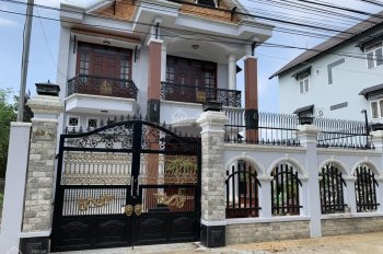 Biệt thự cao cấp, đối diện cổng chính trường Song Ngữ Lạc Hồng, 185m2, giá bán gấp chỉ 8.8 tỷ