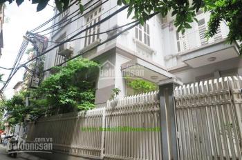 Nhà sân vườn cho thuê ở Hà Nội, giá cực tốt, lối đi ô tô, 5 phòng ngủ đủ nội thất