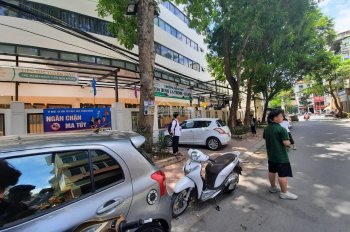 Bán nhà mặt phố Cảm Hội - Lò Đúc, Hai Bà Trưng, 61m2, 3 tầng, rộng 5,4m, giá 10.7 tỷ, KD sầm uất