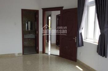 Cho thuê biệt thự trong khu Khang Điền, 1 trệt 2 lầu 6 phòng ngủ giá 20tr/tháng, DT 8x24m